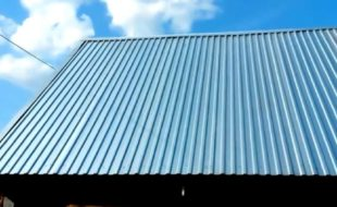 Как правильно покрыть крышу профнастилом: весь процесс и важные нюансы