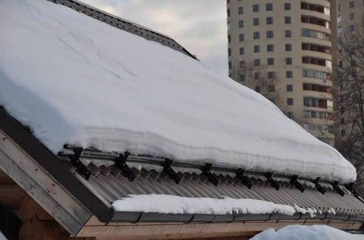 Как установить снегозадержатели своими руками